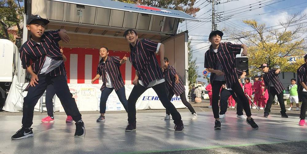 イベントで踊る教室の生徒の子どもさん達