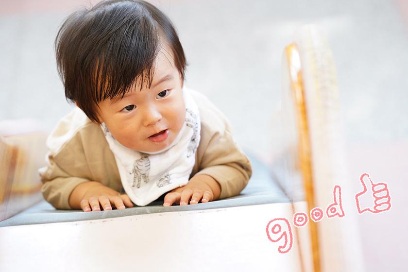 赤ちゃんのgood shot!左右どちらかに寄せて目線の方向に空間を持たせると、その先に何かあるのかな?と想像力を刺激する構図ができます。