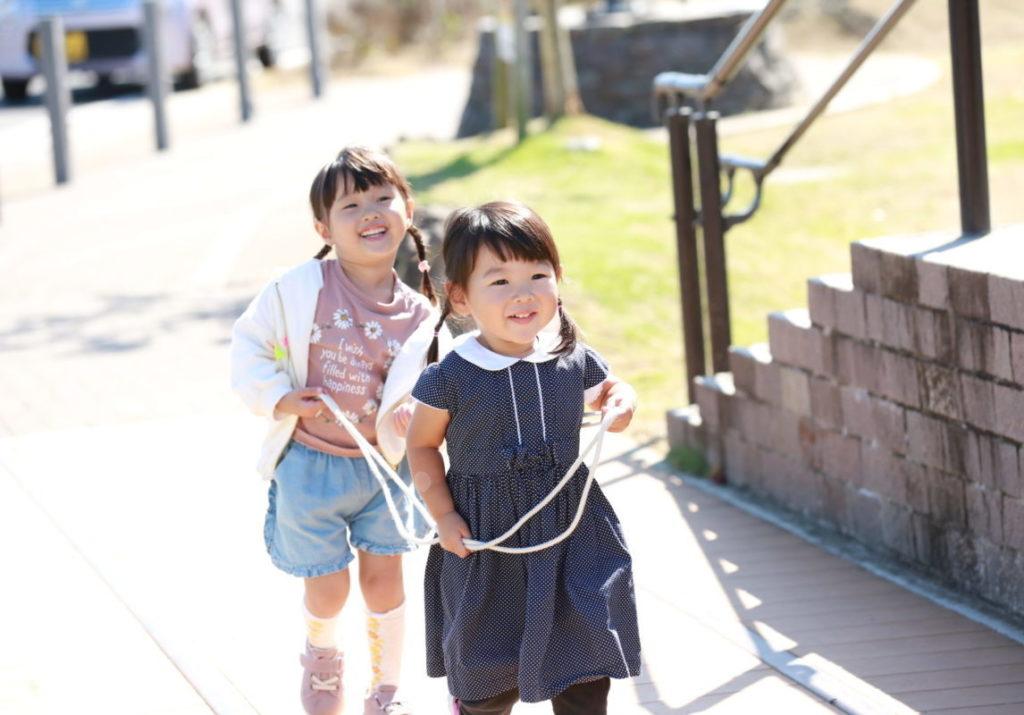 宮代町で電車ごっこをして遊ぶ子どもたち
