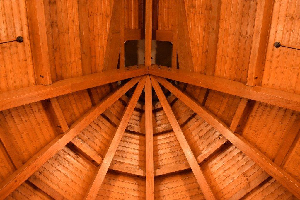 和戸教会の会堂から見上げる