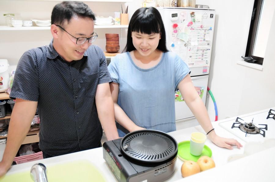 台所の二人